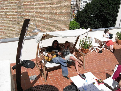 gente terraza oasis hostel sevilla
