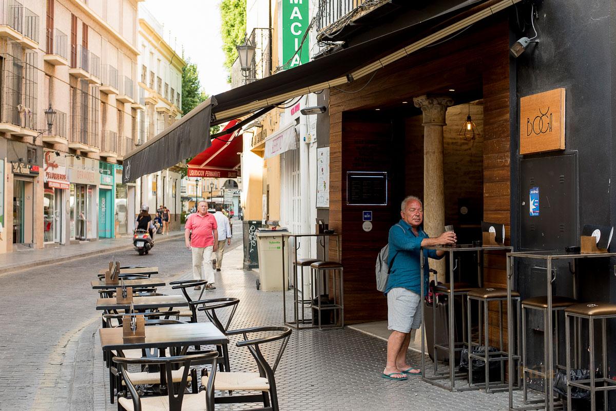 restaurante exterior boga sevilla reyes católicos